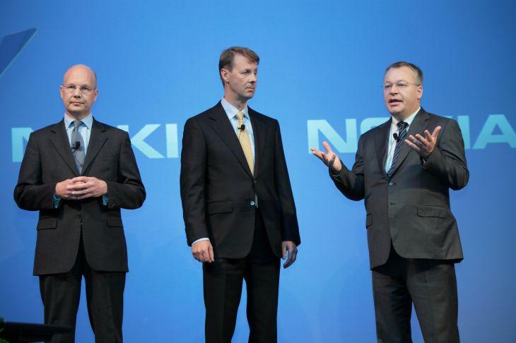 Przedstawiciele Nokii informują o zamiarze odsprzedania mobilnego biznesu firmie Microsoft.