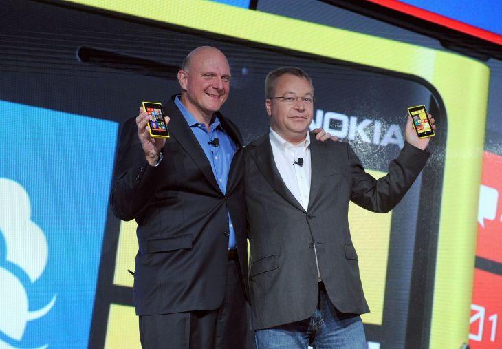 Steve Ballmer i Stephen Elop podczas premiery telefonu Nokia Lumia 920