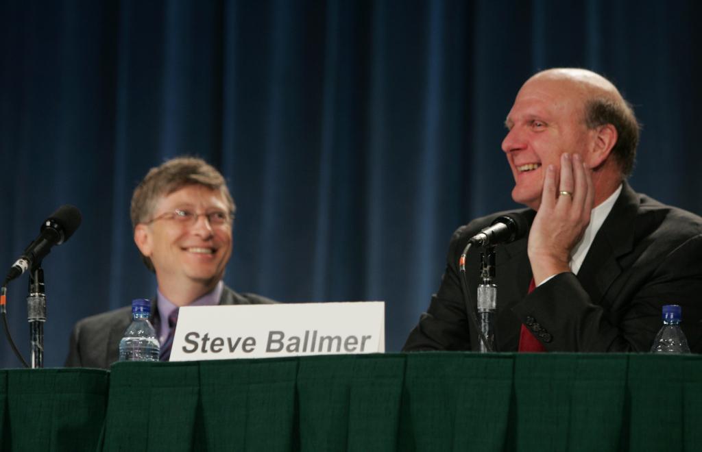 Bill Gates i Steve Ballmer podczas spotkania z udziałowcami, listopad 2006 roku. Źródło: Microsoft