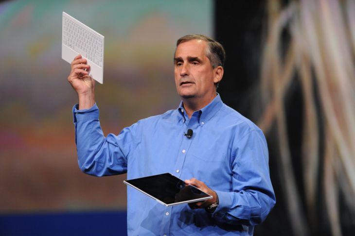 Brian Krzanich, dyrektor generalny firmy Intel, prezentuje tablet wykorzystujący procesor rodziny Bay Trail podczas ubiegłorocznej konferencji IDF