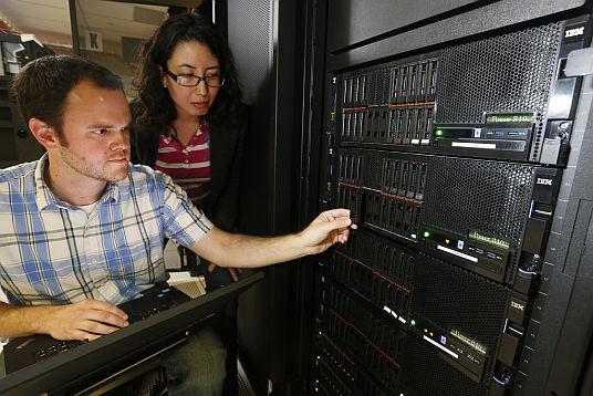 Serwery POWER8 w centrum danych