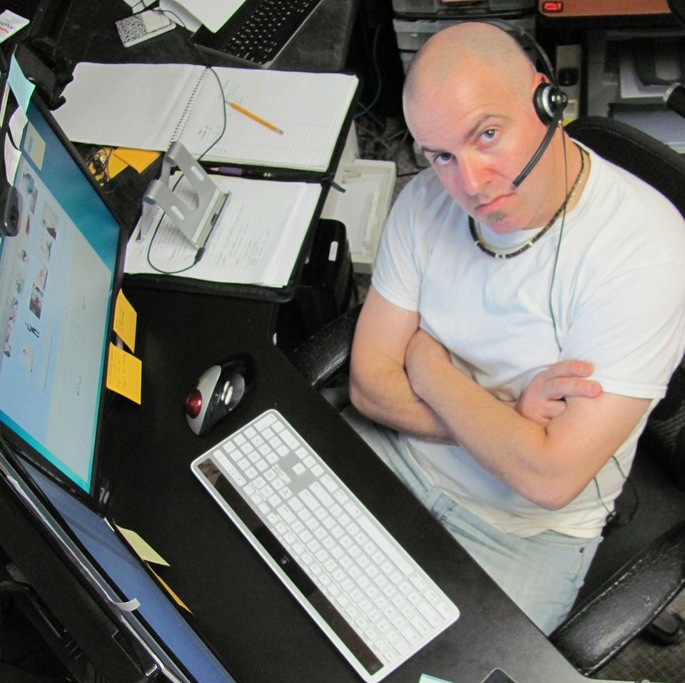 Biznes ciągle przywiązany do tradycyjnych kanałów obsługi klienta