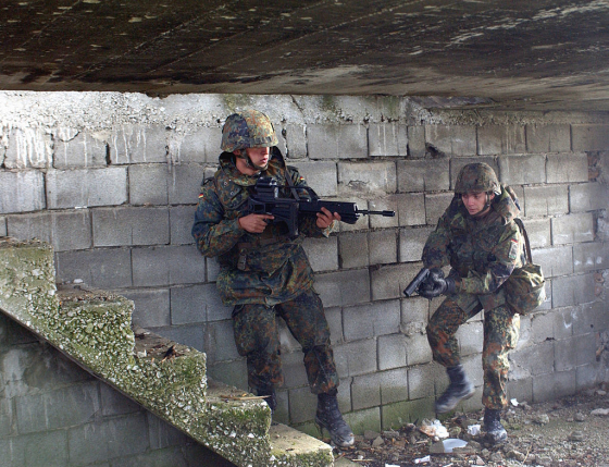 1024px-German_Bundeswehr_in_a_house