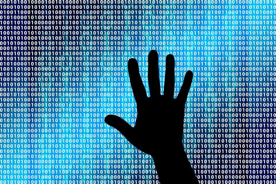 Hasło jedyną metodą weryfikacji tożsamości użytkownika w polskich firmach
