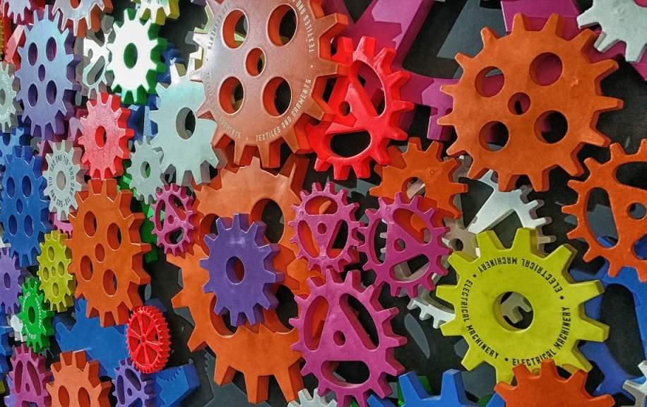 Dwie trzecie firm produkcyjnych inwestuje w Przemysł 4.0