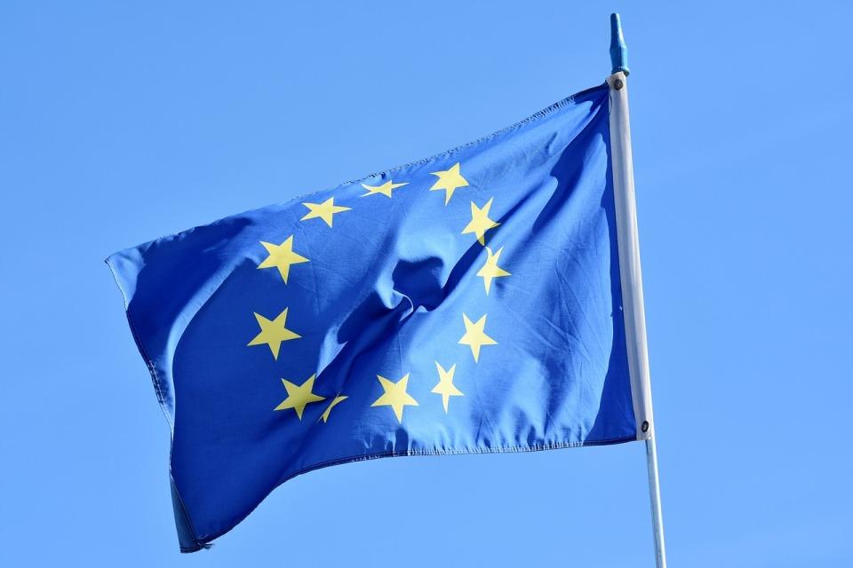 Prezydent Francji nawołuje do zaangażowania w tworzenie standardów technologicznych