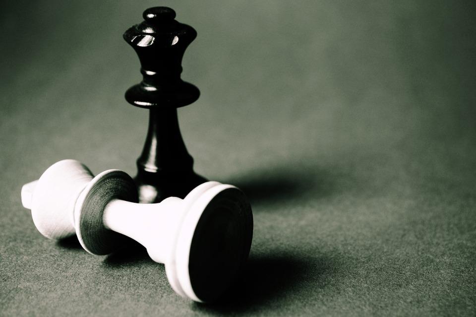 Dwa ruchy do przodu – gra w RODO-szachy