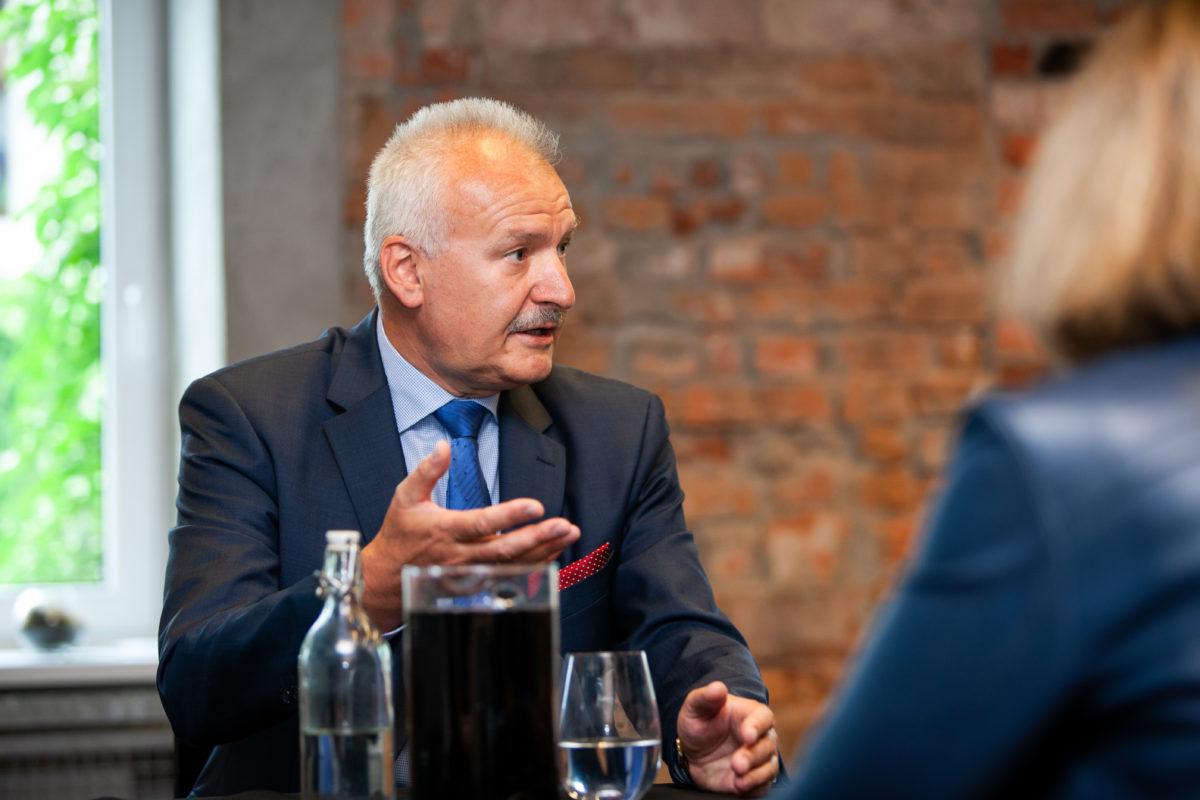 e8bc386f3b04d0 Infrastruktura krytyczna to ok. 20-30% zasobów sieci w Polsce. Reszta  znajduje się w naszych kieszeniach i domach. Wniosek jest oczywisty.