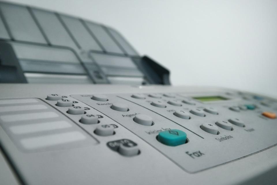 Faks w firmie – staroświecki… i niebezpieczny