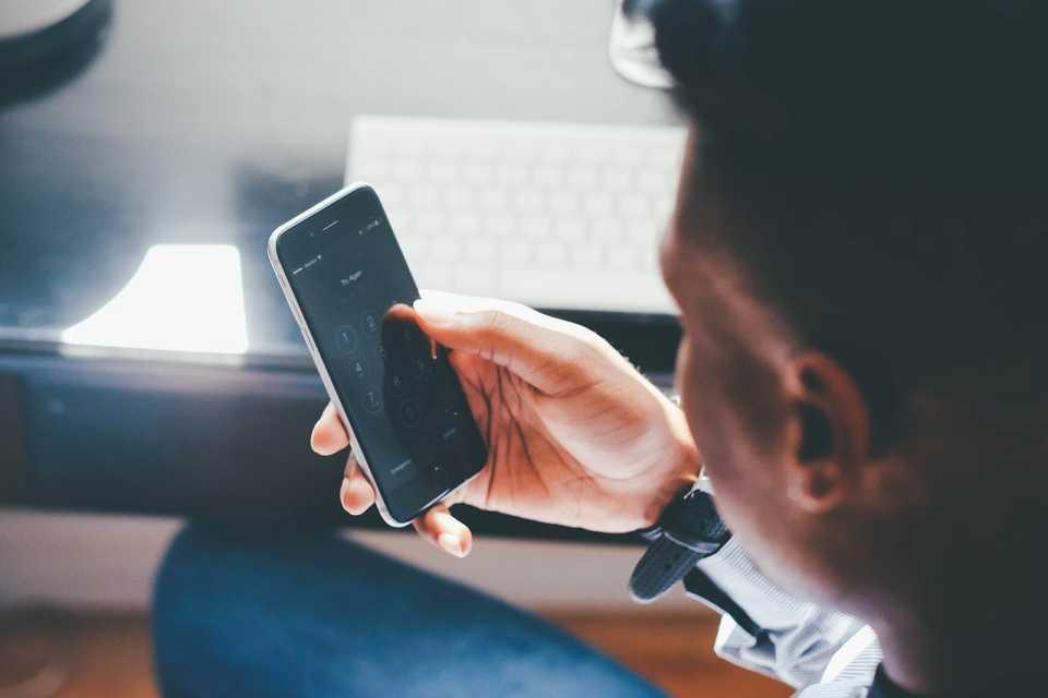 Bezpieczeństwo urządzeń mobilnych – podatności spowodowane wykorzystywaniem obcych obiektów