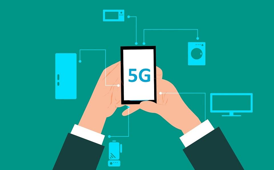 Plus buduje komercyjną sieć 5G – na początek w 7 dużych miastach Polski