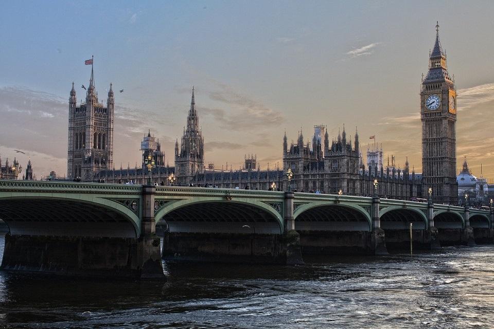 Wielka Brytania wyraziła zgodę na budowę sieci 5G przez Huawei. Wskazano jednak pewne ograniczenia