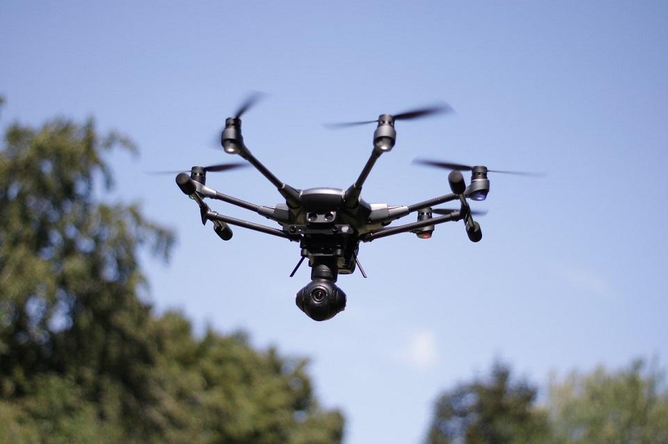 Drony w sieci 5G – Orange, Ericsson i Instytut Łączności przeprowadzą testy zastosowań biznesowych