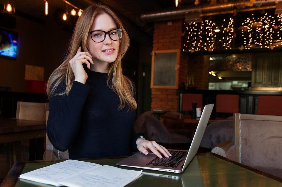 Jak wygląda pozycja kobiet w IT w roku 2020 w porównaniu do innych branż
