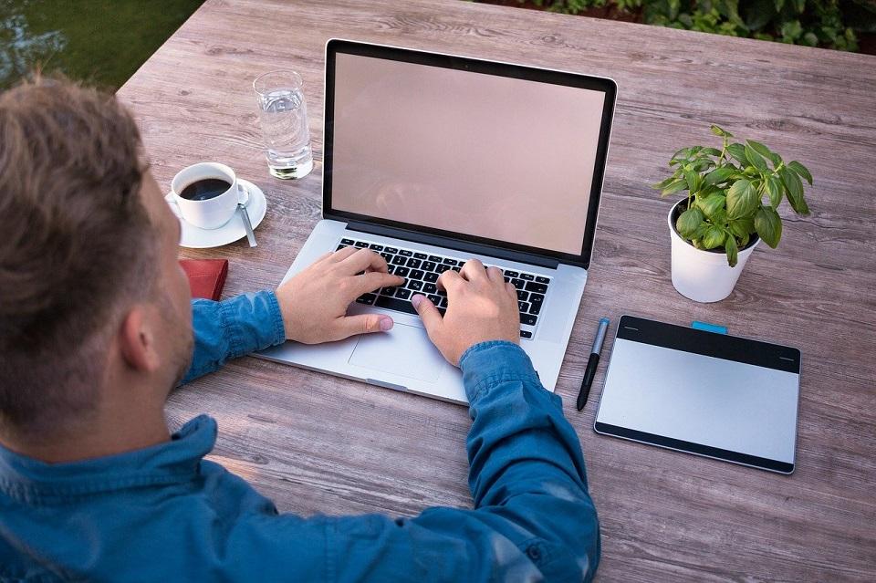 Praca zdalna z domu – nie tylko sposób na przetrwanie koronawirusa, ale także przyszły trend w firmach