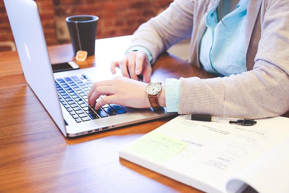Zdalna rekrutacja zyskuje na popularności – najbardziej poszukiwani są sprzedawcy i specjaliści IT