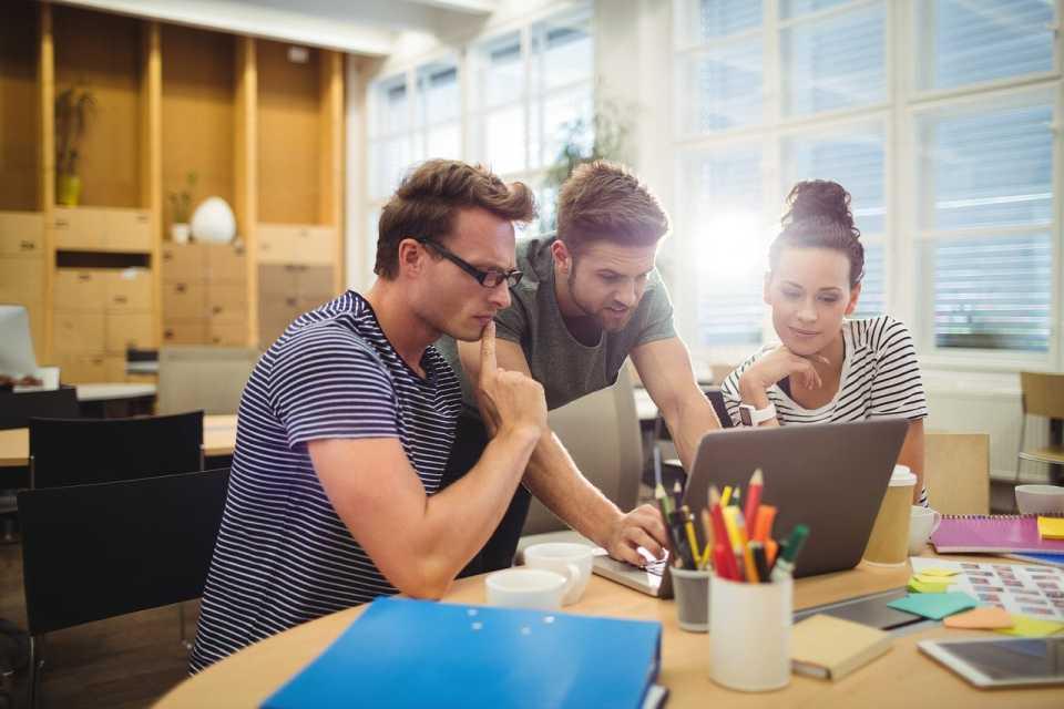 Jak rozwiązywać problemy szybko rozwijających się firm przy użyciu technologii