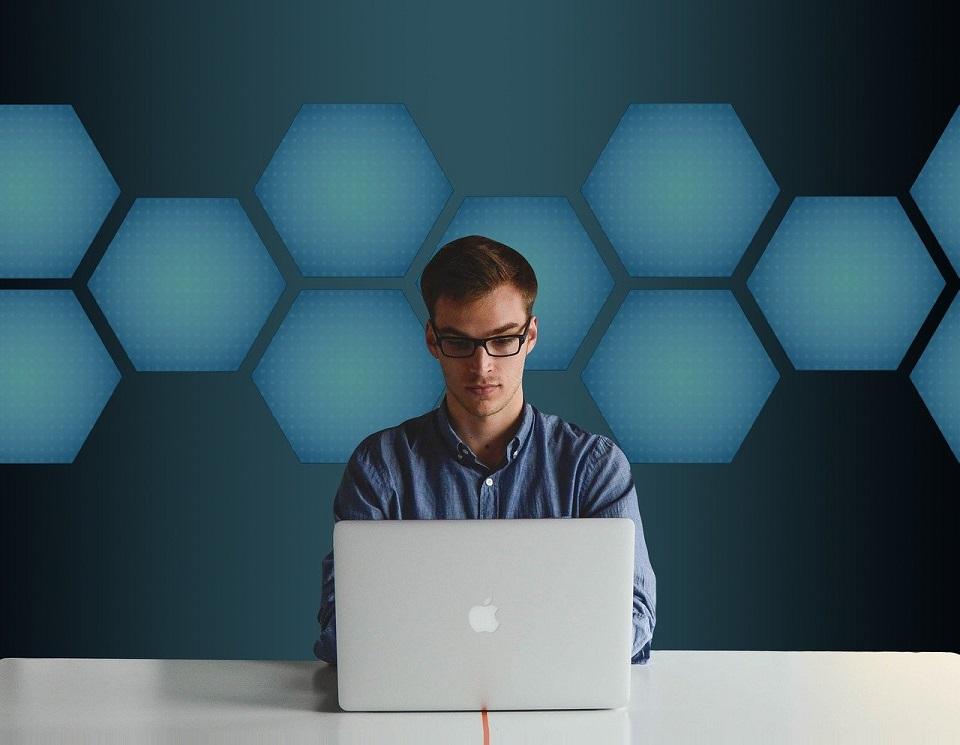 Raport No Fluff Jobs: Specjaliści IT – ich zarobki, oczekiwania i wymagania