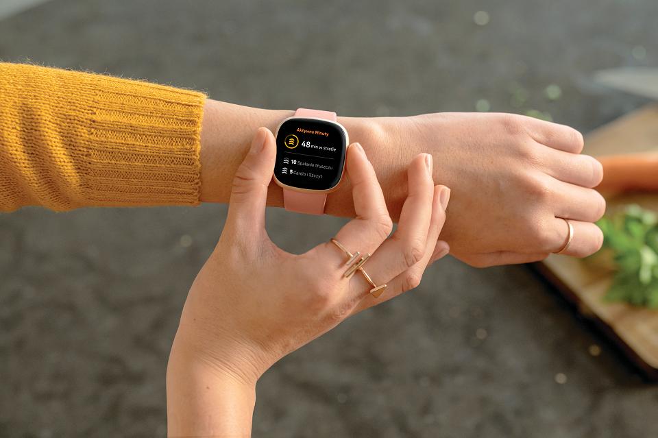 Fitbit Sense – inteligentny smartwatch z czujnikiem do zarządzania stresem