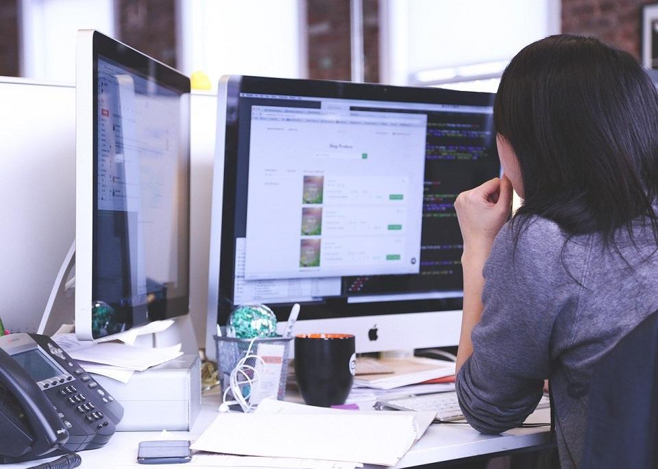 Forma zatrudnienia B2B. Jakie są zalety, a jakie wady pracy na umowie B2B w branży IT?