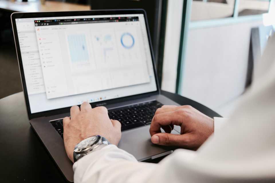 Innowacje w pamięciach masowych IBM rozwiązują główne problemy z przetwarzaniem danych biznesowych