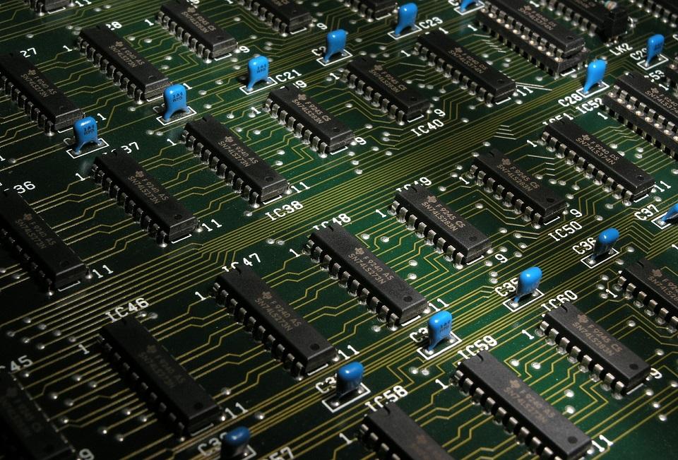 Na świecie brakuje mikroprocesorów. To już nie tylko problem branży motoryzacyjnej