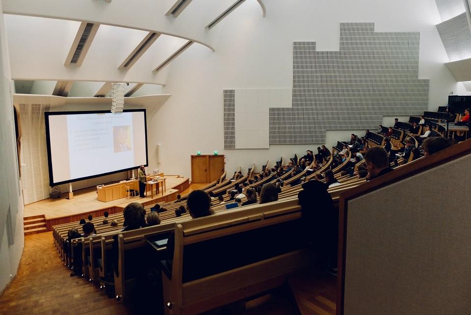 Po jakich studiach są najwyższe zarobki? Ranking najlepszych polskich uczelni i kierunków studiów