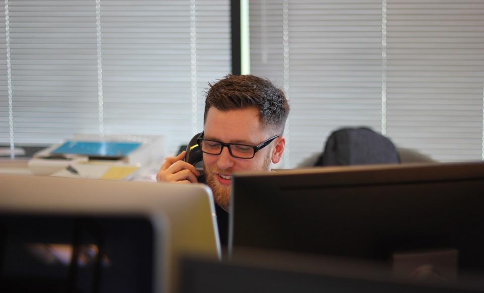 Raport Deloitte: Klienci chcą załatwiać swoje sprawy samodzielnie, firmy będą rozwijać kanały self-service
