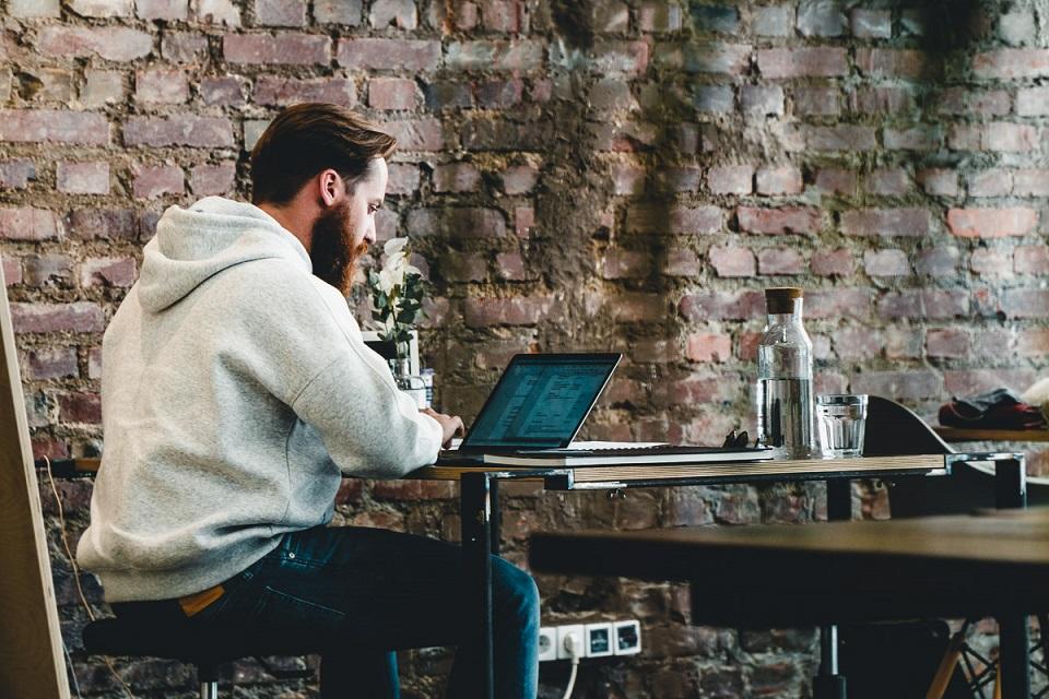 Ile zarabia szeregowy pracownik w IT?